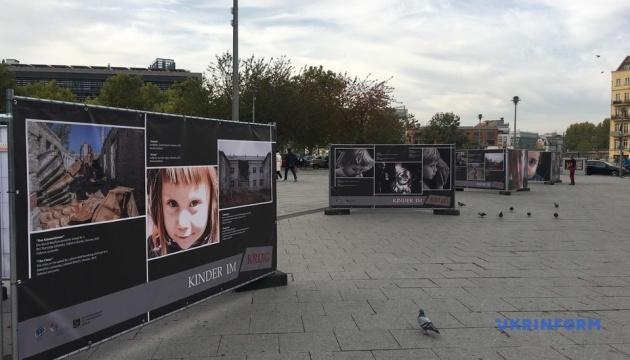 Фотовиставка «Діти у війні» відкрилася в Берліні