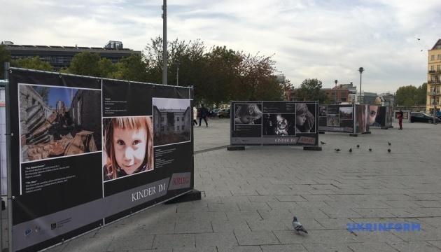 """Ostukraine: Fotoausstellung """"Kinder im Krieg"""" in Berlin eröffnet - Fotos"""