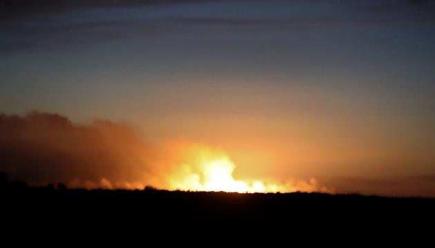 Взрывы на арсенале под Ичней осуществили через мобильный телефон - Матиос