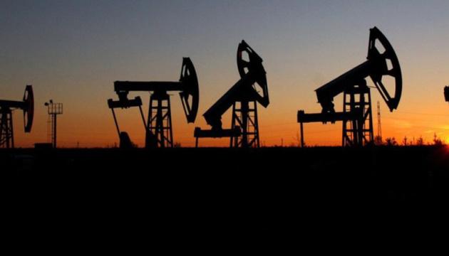 Нефть дешевеет на фоне торговой войны между США и Китаем