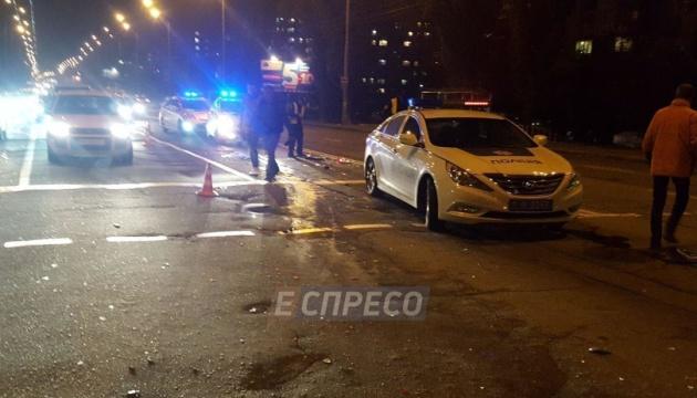 В Киеве вооруженный водитель иномарки устроил тройное ДТП