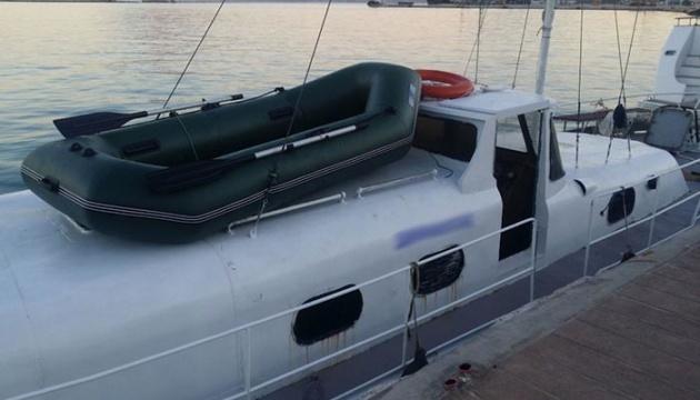 У Середземному морі затримали українську яхту з 57 мігрантами