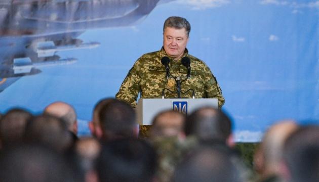 Порошенко: Армія створила угрупування сил на потенційно загрозливих напрямках