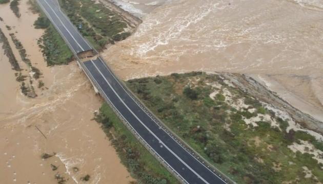 После сильного ливня на Сардинии обвалился мост