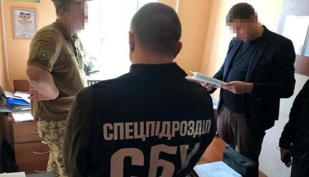 В Одессе работник военкомата за взятки освобождал призывников от службы в армии