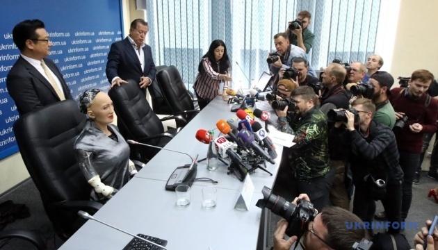 Oфіційний візит робота Софії в Україну
