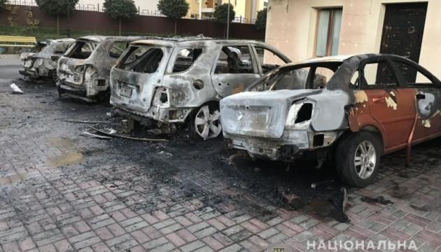 """В центре Харькова """"до скелетов"""" сгорели пять автомобилей"""