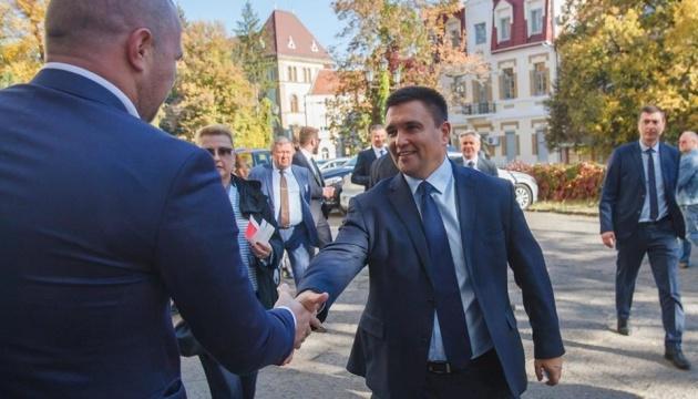 Климкин приехал на заседание закарпатских венгров, куда не пустили украинские СМИ