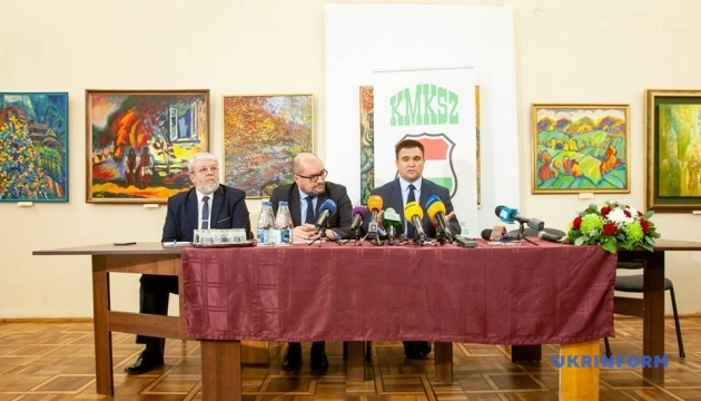 """Угорські паспорти: Клімкін прокоментував скандал із сайтом """"Миротворець"""""""
