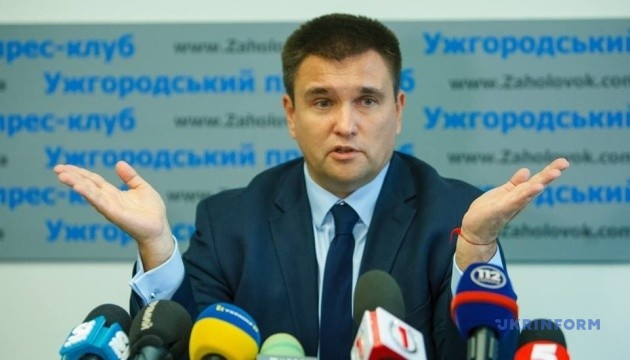 В Украине нужно создать Пантеон героев, где перезахоронят прах Бандеры - Климкин