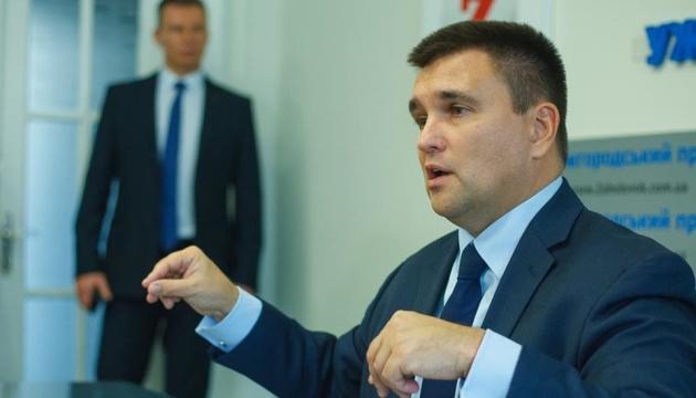 Климкин предостерегает закарпатских венгров от провокаций ФСБ