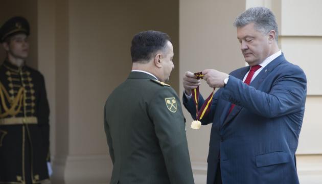 Полторак уходит с военной службы - Порошенко
