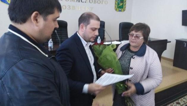 Мама летчика-героя Дмитрия Шкарбуна получила земельный участок