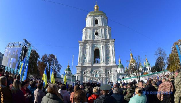Молебень на Софійській зібрав кілька тисяч людей