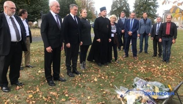 У місті Анни Ярославни пройшла панахида за жертвами Голодомору