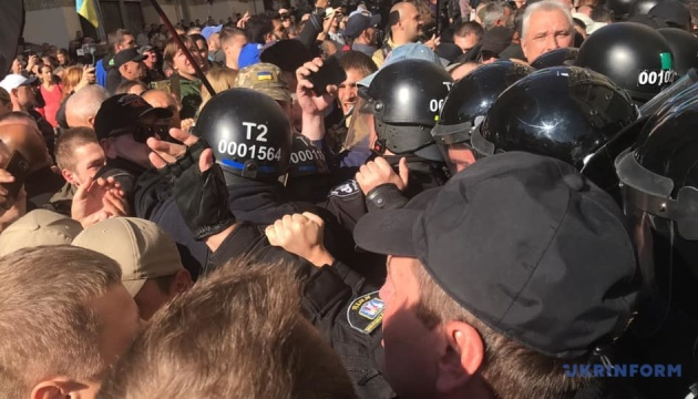 Столкновения на Майдане: в МВД объяснили, почему проверяли активистов