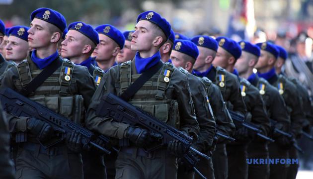 Центром Львова пройшов Марш захисників і колона військової техніки