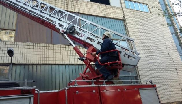 Пожежу на столичному підприємстві загасили менш як за годину