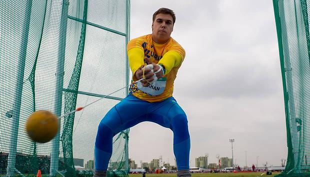 Михайло Кохан – володар золотої медалі юнацької Олімпіади у метанні молота