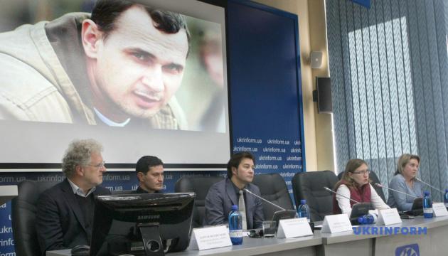 Сенцов в российской тюрьме написал уже 5 сценариев — сестра