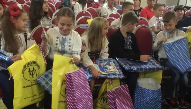 Patriarch Bartholomäus trifft sich mit Kindern aus Donbass - Foto