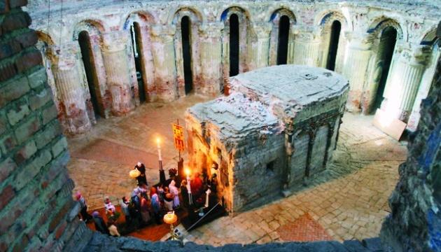 РПЦ угрожает остановить служение возле Гроба Господня
