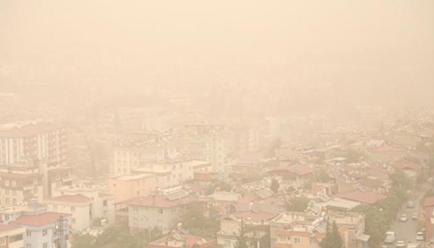 На Стамбул та курорти насувається пилова хмара