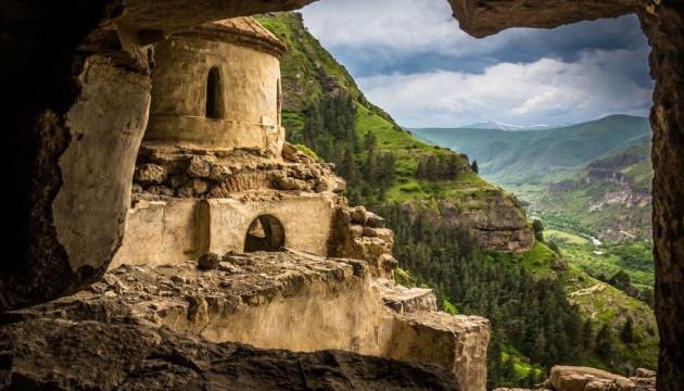 Грузія закрила для туристів унікальний печерний монастир