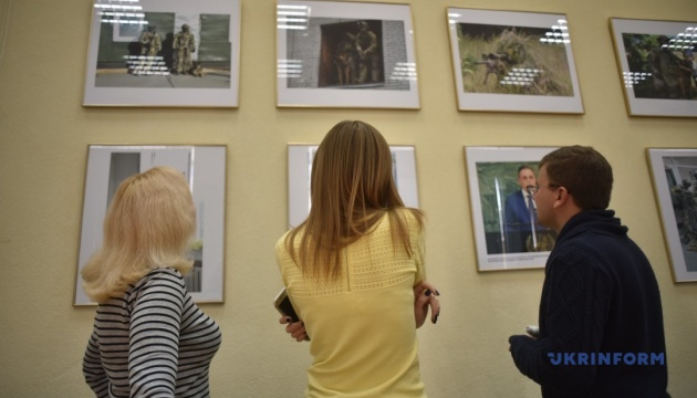 В Укринформе открылась фотовыставка «Они защищают Украину»