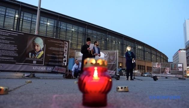 """Berlin schließt sich der Aktion """"Lasst uns eine Gedenkkerze anzünden"""" an"""