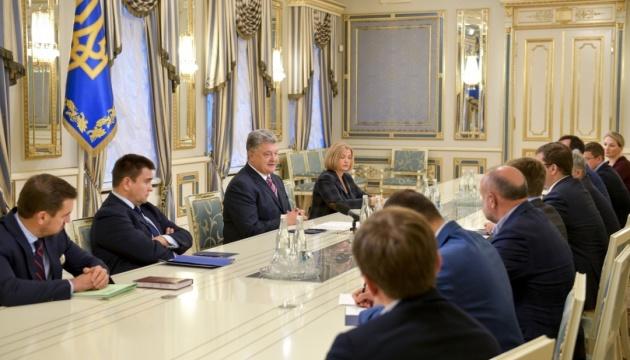 """Порошенко вдячний депутатам, які не пустили """"російську осінь або весну"""" у ПАРЄ"""