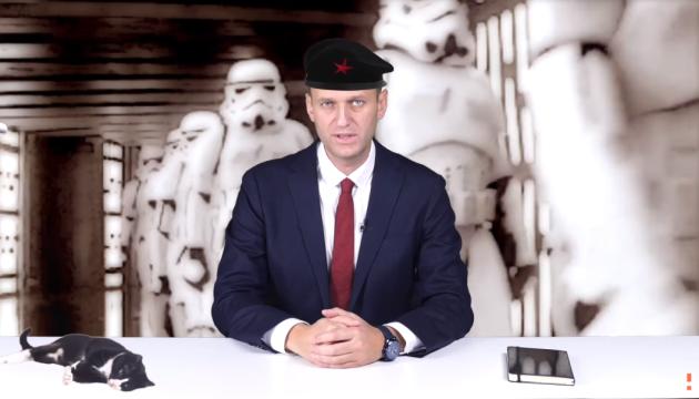Навальный сравнил Золотова с диктатором из кинокомедий и принял вызов на дуэль