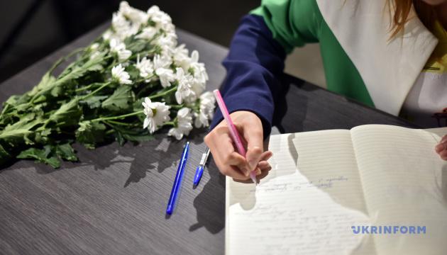 Крымский дом в Киеве создал Книгу памяти жертв стрельбы в Керчи