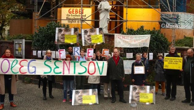 В Берлине помолились за Сенцова и других политзаключенных