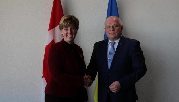 Kúbiv discute en Canadá la asistencia a las empresas ucranianas