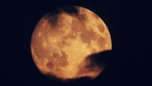 """Китай планирует запустить на орбиту четыре """"искусственных Луны"""""""