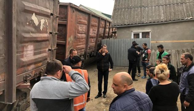 В Ужгороді зійшов із рейок потяг - вагони похилилися біля будинків