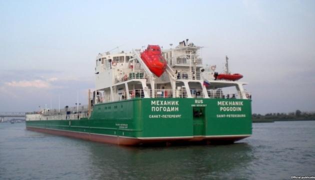 Суд оставил под арестом российский танкер