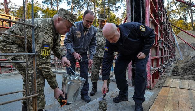 Турчинов заклав символічну капсулу на будівництві штаб-квартири зовнішньої розвідки