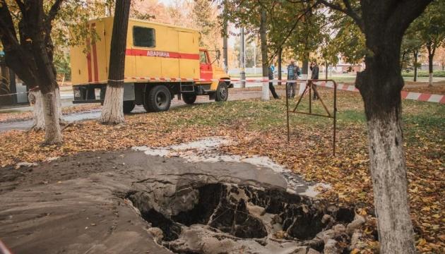 На столичних Теремках вулицю залило окропом