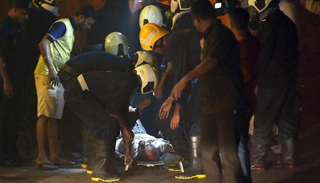 Жуткая авария в Индии: жертв въезда поезда в толпу уже 59