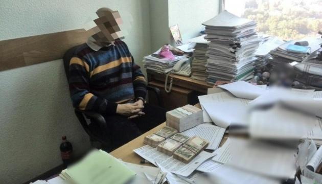Чиновник Держагентства автодоріг брав хабарі по півмільйона