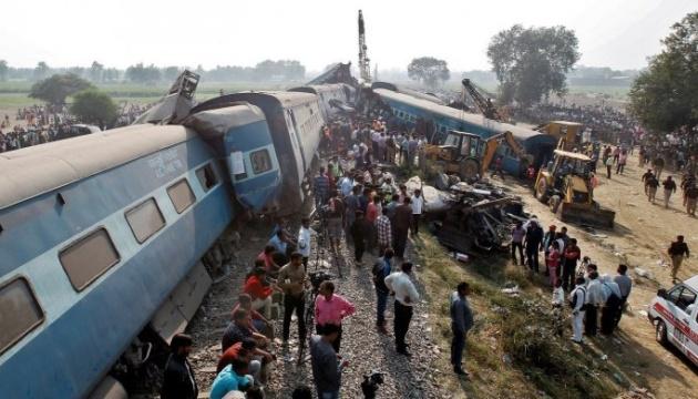 Трагедия на празднике в Индии: жертв аварии поезда - 60, раненых сотни