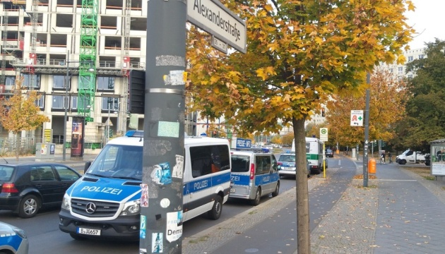 В центре Берлина люди в масках ограбили инкассаторов