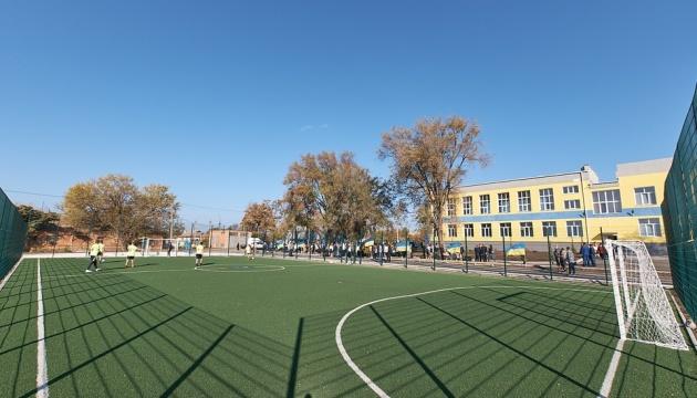 У селищі Мангуш під Маріуполем завершується будівництво сучасної опорної школи