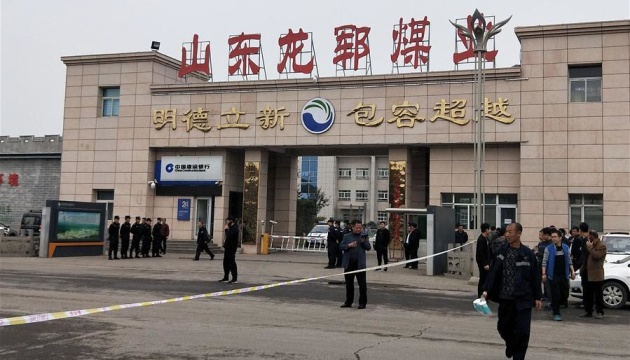 В Китае обвал на шахте заблокировал более 20 горняков