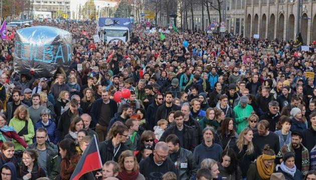 У Дрездені пройшли акції правих екстремістів та їхніх противників