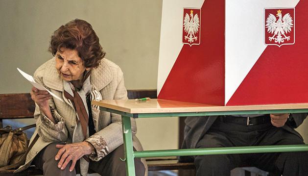 Сенат Польщі не підтримав голосування на виборах поштою