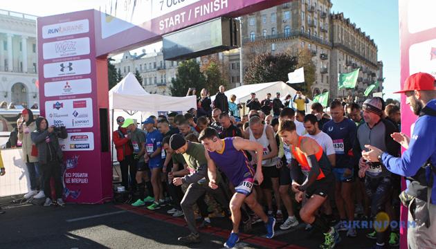 Учасники благодійної дистанції зібрали ₴134 тис. під час Київського марафону