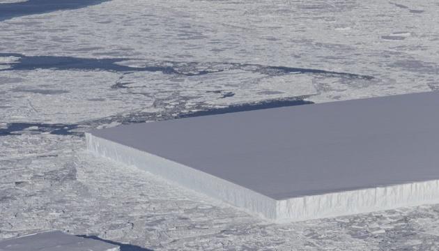 NASA показало айсберг идеальной формы